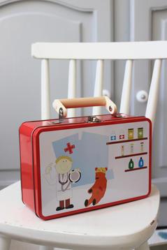 Plåtväska med doktorssaker