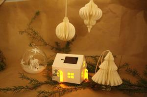 Papperhus med belysning